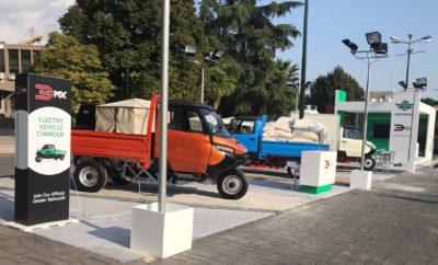 Το 3ΜΧ, το πρώτο ηλεκτρικό επαγγελματικό όχημα που παρουσιάστηκε τον Σεπτέμβριο στη Διεθνή Έκθεση Θεσσαλονίκης από τη Shandong Wuzheng Hellas, ενθουσίασε τους επισκέπτες της έκθεσης με το καινοτόμο design του, ενώ παράλληλα συγκίνησε τους Θεσσαλονικείς με τις μνήμες που αναβίωσε από το βασικό τρόπο διανομής εμπορευμάτων στην πόλη τους, πριν από αρκετές δεκαετίες. Ιδιαίτερη ανταπόκριση είχε το πρωτοπόρο «πράσινο» όχημα σε επαγγελματίες και αγρότες, που αντίκρυσαν στο 3ΜΧ έναν πολύτιμο συνεργάτη, αλλά και σε νέους μηχανικούς που βρήκαν την ευκαιρία να μελετήσουν τις σχεδιαστικές λεπτομέρειες του οχήματος και να εκφράσουν το θαυμασμό τους για αυτές. Χαρακτηριστικά παραδείγματα, το σύστημα ανεξάρτητης ανάρτησης του εμπρόσθιου τροχού (Swingarm) που αποσβένει τους κραδασμούς, η ευρύχωρη καμπίνα οδηγού και συνοδηγού, η εξαιρετική ποιότητα των υλικών και άλλα. Ο Γενικός Διευθυντής της Διεύθυνσης των Εμπορικών Δραστηριοτήτων της Shandong Wuzheng Hellas, Λεωνίδας Δαβουλάρης, ευχαρίστησε θερμά όλους όσοι προσήλθαν στη Διεθνή Έκθεση Θεσσαλονίκης αποκλειστικά για να γνωρίσουν από κοντά το 3MX: «Είμαστε ιδιαίτερα χαρούμενοι που υποδεχόμαστε στη Θεσσαλονίκη, η οποία αυτή την περίοδο αποτελεί επίκεντρο της εμπορικής δραστηριότητας για τη νοτιοανατολική Ευρώπη και όχι μόνο, τους προσκεκλημένους μας από Ευρώπη και Μέση Ανατολή, για την πρώτη εκ του σύνεγγυς γνωριμία τους με το 3ΜΧ. Τα κολακευτικά σχόλια δικαιώνουν τόσο την επιμονή μας στη δημιουργία ενός ξεχωριστού επαγγελματικού ηλεκτρικού οχήματος, όσο και τη στρατηγική επιλογή της Ελλάδας ως κέντρου των δραστηριοτήτων της μητρικής Wuzheng Group στην Ευρώπη, τη Μέση Ανατολή και την Αφρική». Το 3ΜΧ αποτέλεσε επίσης πόλο έλξης για το σύνολο των αντιπροσώπων των δημοτικών και κοινοτικών συμβουλίων που παραβρέθηκαν στη διοργάνωση. Με την αυτονομία των 155 χλμ., το ωφέλιμο φορτίο του ενός τόνου, την ευελιξία κίνησης, τις μηδενικές εκπομπές ρύπων, αλλά κυρίως την εξοικονόμηση καυσίμου που προσφέρει ως ένα αμιγώς ηλεκτρικό όχημα, το 3ΜΧ α