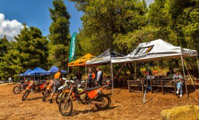 Η μεγαλύτερη διοργάνωση για τους φίλους της περιπέτειας και της μοτοσυκλέτας είναι γεγονός! Από τις 13 έως τις 15 Σεπτεμβρίου, η «καρδιά» της μοτοσυκλέτας θα χτυπάει στο Σοφικό Κορινθίας, στο γνωστό σε όλους «The Ranch». Το μεγαλύτερο event μοτοσυκλέτας που έχει γίνει ποτέ στην Ελλάδα ανοίγει τις πύλες του και σας περιμένει να το απολαύσετε. Το 1ο Adventure Meeting δεν είναι απλά ένα Test-Ride Event, αλλά περιλαμβάνει παράλληλες δραστηριότητες για όλους: Πάνω από 90 μοτοσυκλέτες από όλες τις εταιρίες θα βρίσκονται επίσημα διαθέσιμες για οδήγηση, τις τρεις μέρες που διαρκεί το event. Adventure Test Rides σε όλα τα Adventure μοντέλα της αγοράς σε επιλεγμένες ασφάλτινες διαδρομές. Test ride για επιλεγμένες Adventure με χωμάτινα ελαστικά, σε μεικτές διαδρομές άσφαλτο – χώμα, σε αναλογία 50-50, σε βατό δασικό χωματόδρομο. Οδήγηση και δοκιμή για πρώτη φορά στον φυσικό τους χώρο! Scrambler / Café Racer / Naked Test Rides. Θυμάστε μήπως από πού ξεκίνησαν οι adventure την δεκαετία του '60; Κομμένα φτερά, ψηλή εξάτμιση, χωμάτινα ελαστικά, και έτοιμες για χώμα! Τest ride endurο μοτοσυκλετών σε ειδικά σχεδιασμένη διαδρομή με κορδέλα. Τα μοντέλα endurο που κυκλοφορούν στην ελληνική αγορά θα είναι διαθέσιμα, ενώ αναμένονται και αρκετές πρώτες παρουσίες 2020! ATV ή side-by-side; Ναι θα είναι και αυτά εκεί! Θα οδηγήσετε ''γουρούνες'' σε ειδική χωμάτινη διαδρομή για να πάρετε μία γεύση του τι μπορούν κάνουν! Εκθεσιακός χώρoς με ιστορικά μοντέλα Yamaha που γιορτάζει 50 χρόνια στην Ελλάδα. Παιδί και Μοτοσυκλέτα: Οι μικροί φίλοι της περιπέτειας θα έχουν τη δυνατότητα να εκπαιδευτούν και να οδηγήσουν mini μοτοσυκλετάκια, υπό την καθοδήγηση και εποπτεία εξειδικευμένων εκπαιδευτών, Powered by Yamaha! Γυναίκα και Μοτοσυκλέτα. Μία σχέση που ειδικά τα τελευταία χρόνια γνωρίζει ιδιαίτερη άνθηση. Από το πρόγραμμα του Adventure Meeting 2019 δεν θα μπορούσε λοιπόν να λείπει το «άρωμα γυναίκας» με ειδικές εκδηλώσεις. Παράλληλα events: Κι αν όλα τα παραπάνω δεν σας αρκούν, και τις τρεις ημέρες του