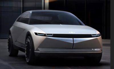 """• Το 45 EV concept της Hyundai λανσάρει τη μελλοντική σχεδιαστική κατεύθυνση της μάρκας για τα ηλεκτρικά οχήματα • Με την ονομασία """"45"""", αυτή η νέα σχεδιαστική μελέτη αποτίει φόρο τιμής στο εμβληματικό για τη μάρκα πρωτότυπο Pony Coupe Concept • Το """"45"""" σηματοδοτεί μια νέα εποχή για την Hyundai, επιδεικνύοντας συναισθηματικές συνδέσεις με το παρελθόν, δημιουργώντας μια μάρκα στοχευμένη στον τρόπο ζωής των καταναλωτών για το μέλλον της κινητικότητας Η Hyundai Motor Company παρουσίασε το 45 concept car, ένα αμιγώς ηλεκτρικό πρωτότυπο όχημα, στο Διεθνές Σαλόνι Αυτοκινήτου (IAA) της Φρανκφούρτης του 2019 που άνοιξε τις πύλες του για το κοινό εχθές Πέμπτη 12 Σεπτεμβρίου 2019. Το """"45"""" σηματοδοτεί σχεδιαστικά μια νέα εποχή για τη Hyundai που επικεντρώνεται στην ηλεκτροκίνηση και τις αυτόνομες τεχνολογίες, καθώς και στην έξυπνη σχεδίαση. Το προοδευτικό """"45"""" αποτίει φόρο τιμής στο 45χρονο εμβληματικό, για τη μάρκα, Pony Coupe Concept και σηματοδοτεί μια εντελώς νέα εμπειρία με την είσοδο της Hyundai στη νέα εποχή των αυτόνομων οχημάτων του μέλλοντος. Το βλέμμα στο παρελθόν είναι απαραίτητο για την πρόοδο και το εξωτερικό στυλ του """"45"""" διεγείρει τη φαντασία και αντλεί έμπνευση από το πρώτο αυτοκίνητο της Hyundai που είχε εξελιχθεί εξ ολοκλήρου από την κορεατική μάρκα, το Pony Coupe Concept του 1974. To πρωτότυπο """"45"""" διαθέτει αμάξωμα τύπου monocoque, αεροδυναμική σχεδίαση και κάποια στιλιστικά στοιχεία εμπνευσμένα από τα αεροσκάφη της δεκαετίας του 1920. Επιπροσθέτως, η ονομασία του μοντέλου οφείλεται και στις γωνίες 45 μοιρών που κοσμούν τόσο το εμπρός όσο και το πίσω μέρος του μοντέλου, οι οποίες παραπέμπουν σε σχήμα διαμαντιού που «μαρτυρά» τη σχεδιαστική κατεύθυνση της μάρκας στα επερχόμενα ηλεκτρικά μοντέλα. Το νέο concept car ακολουθεί την μινιμαλιστική λογική της αρχικής ιδέας του coupe. Συνδυάζοντας την κληρονομιά με το όραμα, το """"45"""" ενσωματώνει την εξέλιξη της σχεδιαστικής γλώσσας «Sensuous Sportiness» της Hyundai. Εξωτερικό Η παρουσία του εμπρός τμήματος του """"45"""" μ"""