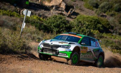 • Η SKODA Motorsport εξασφάλισε για μία ακόμα χρονιά το double στο WRC, στην κατηγορία WRC 2 Pro, κερδίζοντας τον τίτλο τόσο στο Πρωτάθλημα Οδηγών όσο και των Κατασκευαστών • Στρατηγική οδήγηση και από τα δύο πληρώματα της ομάδας στο Ράλι Καταλονίας • Ο επικεφαλής της SKODA Motorsport, Michal Hrabánek, έκανε λόγο για «απόλυτη επίτευξη των στόχων του 2019» • Οι Jan Kopecky – Jan Hlousek και Kalle Rovanperä - Jonne Halttunen ανέβηκαν στη 2η και 3η θέση του βάθρου αντίστοιχα, αμφότερα πληρώματα με SKODA Fabia R5 evo • Η εντυπωσιακή συγκομιδή μέχρι τώρα της SKODA Motorsport, τρείς διπλές νίκες (Πορτογαλία, Σαρδηνία, και Ουαλία), δύο επιπλέον νίκες (Φινλανδία και Γερμανία) και δύο δεύτερες θέσεις (Τουρκία και Ισπανία) Η στρατηγική της συμμετοχής της SKODA Motorsport στο Ράλι Καταλονίας, τον Ισπανικό γύρο του Παγκοσμίου Πρωταθλήματος Ράλι που διεξάγεται σε μικτές συνθήκες, μία ημέρα σε χωμάτινες διαδρομές και δύο ημέρες σε ασφάλτινες, ήταν να μαζέψει το μάξιμουμ των βαθμών από τα πληρώματά της, ώστε να εξασφαλίσει τον τίτλο των Κατασκευαστών στην κατηγορία WRC 2 Pro. Οδηγώντας συνετά αλλά και γρήγορα τις άψογα προετοιμασμένες SKODA Fabia R5 evo, οι Kalle Rovanperä - Jonne Halttunen και Jan Kopecky – Jan Hlousek, πέτυχαν το στόχο τους 100%. Έχοντας πετύχει τους δύο πρώτους χρόνους στο Shakedown, τα πληρώματα της SKODA Motorsport στο πρώτο, χωμάτινο σκέλος, απέφυγαν οποιαδήποτε υπερβολή και διατήρησαν τη δεύτερη (Rovanperä – Halttunen) και τρίτη (Kopecky – Hlousek) θέση αντίστοιχα και επέστρεψαν στην βάση του αγώνα, στο Σαλού, όπου δράση ανέλαβαν οι μηχανικοί για να αλλάξουν αναρτήσεις και διαφορικά αλλά και ρυθμίσεις, ενόψει των δύο επόμενων, ασφάλτινων ημερών. Το Σάββατο, η επίθεση των Rovanperä και Kopecky ήταν ολοκληρωτική, σημειώνοντας πρώτους χρόνους και ειδικά ο πρωταθλητής WRC 2 Pro, Kalle Rovanperä, έφτασε να διεκδικεί την πρώτη θέση. Όμως, στην υπερειδική πριν την ολοκλήρωση της ημέρας, ο 18-χρονος Φινλανδός έκανε ένα τετ-α-κε, έσπασε την ζάντα του χάνοντας πολύτι