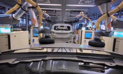 • Συνεργατικά ρομπότ (cobots) βάζουν μαζί με τους μηχανικούς στη γραμμή παραγωγής τις τελικές πινελιές στα Ford Fiesta • Τα cobots, τα οποία χρησιμοποιούνταν μέχρι τώρα για το γυάλισμα high-end ηχοσυστημάτων, υιοθετούνται για πρώτη φορά σε μοντέλο της εταιρείας για το φινίρισμα του συνόλου των εξωτερικών επιφανειών του αμαξώματος του Ford Fiesta • Μετά την καθιέρωση της διαδικασίας στην Κολωνία, η Ford εξετάζει τώρα το ενδεχόμενο εφαρμογής της στις εγκαταστάσεις της στη Βαλένθια της Ισπανίας και στη μονάδα στην Κραϊόβα της Ρουμανίας Η Ford λανσάρει για πρώτη φορά μία ομάδα συνεργατικών ρομπότ (cobots) που μαζί με τους μηχανικούς του εργοστασίου της στην Κολωνία, πετυχαίνουν το τέλειο φινίρισμα για κάθε Ford Fiesta. Τα έξι cobots εκτελούν μία σειρά από τέλεια συγχρονισμένες κινήσεις σε μορφή χορογραφίας για το βάψιμο ολόκληρης της επιφάνειας του αμαξώματος σε μόλις 35 δευτερόλεπτα. Η μέθοδος αυτή δεν στοχεύει στην παραγκώνιση των εργαζομένων, αλλά στην καλύτερη αξιοποίηση του χρόνου τους και στην ενασχόλησή τους με πιο περίπλοκα καθήκοντα, αποτρέποντας παράλληλα την κόπωση που σχετίζεται με την εκτέλεση επαναλαμβανόμενων εργασιών. «Τα cobots αντιλαμβάνονται πότε πρέπει να ασκείται μεγαλύτερη δύναμη, όπως κι εμείς, και μπορούν να φτάνουν πιο εύκολα σε δυσπρόσιτα σημεία, όπως το κέντρο της οροφής» δήλωσε ο Dennis Kuhn, senior manufacturing engineer του Βαφείου, Ford Ευρώπης. Κάθε cobot είναι ένα UR10, το παγκοσμίως δημοφιλέστερο cobot της Universal Robots, που επίσης χρησιμοποιείται στη βιομηχανία ηχοσυστημάτων για γυάλισμα ηχείων και subwoofer υψηλής απόδοσης. Στο βαφείο της Ford, υπάρχει ένα μαλακό εύκαμπτο στρώμα - προϊόν τρισδιάστατης εκτύπωσης - μεταξύ του ρομποτικού βραχίονα και του γυαλόχαρτου που επιτρέπει στο cobot να εργάζεται με την ίδια ακρίβεια και επιδεξιότητα ενός ανθρώπινου χεριού. Στο στάδιο της παραγωγής, κάθε Ford Fiesta εμβαπτίζεται σε μία ειδική «μπανιέρα» περνώντας από μία διαδικασία που του διασφαλίζει πάνω από δέκα χρόνια προστασίας από φαινόμεν
