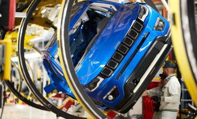 Το εργοστάσιο του Melfi στην Ιταλία -όπου θα κατασκευάζεται πλέον και το Jeep Compass σε μία νέα γραμμή παραγωγής- γιορτάζει φέτος τα 25α γενέθλια του. Στο εργοστάσιο του Melfi η FCA έχει δημιουργήσει το Plant Academy, μια πρωτοβουλία που σαν στόχο έχει να αναδείξει και να υποστηρίξει τα ταλέντα και τις δεξιότητες των εργαζομένων προωθώντας νέες ιδέες που αφορούν και την ηλεκτροκίνηση σε όλες τις εγκαταστάσεις του ομίλου. Το Renegade ήταν το πρώτο SUV της Jeep που η παραγωγή του πραγματοποιήθηκε στο Melfi. Από το 1ο τρίμηνο του 2020, το εργοστάσιο θα αναλάβει και την παραγωγή του Compass με στόχο την ταχύτερη κάλυψη της ζήτησης για το μοντέλο στην Ευρώπη, ενώ στις ίδιες εγκαταστάσεις θα ακολουθήσει η παραγωγή των plug-in υβριδικών εκδόσεων (PHEV) των Renegade και Compass. Με το λανσάρισμα και του Jeep Compass PHEV η μάρκα στοχεύει να ξεπεράσει το ρεκόρ πωλήσεων που πέτυχε το μοντέλο το 2018 (78.000 πωλήσεις). Η νέα γραμμή παραγωγής αποτελεί ακόμα ένα βήμα στο πλαίσιο του στρατηγικού πλάνου της FCA για την περίοδο 2019-2021, το οποίο έχει σαν βασικό πυλώνα τη μετάβαση στην ηλεκτροκίνηση. Τον περασμένο μήνα η Jeep πέτυχε ακόμα ένα ρεκόρ με 12.000 πωλήσεις στην Ευρωπαϊκή αγορά, συνεχίζοντας την επιτυχημένη πορεία του 2018 όπου η εταιρεία αναδείχθηκε ως η ταχύτερα αναπτυσσόμενη μάρκα. Δημιουργώντας μια συμβολική σύνδεση της ιστορίας της με το μέλλον, η μονάδα παραγωγής της Fiat Chrysler Automobiles στο Melfi της Ιταλίας, παράλληλα με τα 25 χρόνια λειτουργίας της, γιορτάζει και την έναρξη της κατασκευής της γραμμής παραγωγής του Jeep® Compass για τις ανάγκες της Ευρωπαϊκής αγοράς. Η μεγάλη εμπορική επιτυχία του μοντέλου στην Ευρώπη επέτρεψε τη μεταφορά της παραγωγής από την Αμερική στην Ιταλία στο εργοστάσιο του Melfi, όπου από την αρχή της λειτουργίας του το 1994 έχουν παραχθεί περισσότερα από 7,4εκ. οχήματα. Την παραγωγή του Compass στο Melfi θα ακολουθήσουν στην ίδια μονάδα και οι plug-in υβριδικές εκδόσεις (PHEV) των Renegade και Compass. Στο πλαίσιο του πλάνου για τ