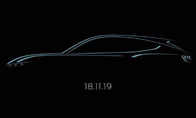 · Η Ford δημοσίευσε το πρώτο σκίτσο που αποτυπώνει τη σιλουέτα του νέου, πλήρως ηλεκτρικού SUV της – ενός αυτοκινήτου που αντλεί την έμπνευσή του από την εμβληματική Mustang. Η εταιρεία ανακοίνωσε επίσης ότι τα αποκαλυπτήρια του μοντέλου θα γίνουν στις 18 Νοεμβρίου του 2019 · Το νέο αυτό μοντέλο, το οποίο έρχεται να αλλάξει τους κανόνες του παιχνιδιού στην κατηγορία των EV οχημάτων, προβλέπεται να έχει αυτονομία έως 600 χλμ. σύμφωνα με το πρωτόκολλο WLTP · Η αποκάλυψη του μοντέλου θα μεταδοθεί ζωντανά από το Los Angeles πριν από το ομώνυμο αμερικανικό Σαλόνι Αυτοκινήτου Η Ford δημοσίευσε το πρώτο σκίτσο του νέου, πλήρως ηλεκτρικού SUV της, το οποίο αντλεί την έμπνευσή του από την Mustang, εν όψει της πλήρους αποκάλυψής του στις 18 Νοεμβρίου. Η πρεμιέρα του νέου αυτοκινήτου, το οποίο προβλέπεται να έχει ηλεκτρική αυτονομία με μία φόρτιση έως 600 χλμ. σύμφωνα με το πρωτόκολλο WLTP, θα μεταδοθεί ζωντανά από το Los Angeles στις 18 Νοεμβρίου, ώρα 03:00 CET. Το πρώτο πλήρως ηλεκτρικό όχημα της Ford θα κάνει την πρώτη του εμφάνιση ενώπιον του κοινού στο Σαλόνι Αυτοκινήτου του Los Angeles 2019.