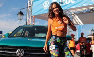 • Η KOSMOCAR-Volkswagen ήταν ο Official Car Partner στο 9ο Spetses Mini Marathon, που διοργανώθηκε με μεγάλη επιτυχία το περασμένο Σαββατοκύριακο στο νησί των Σπετσών • Οι χιλιάδες συμμετέχοντες, από περισσότερες από 42 διαφορετικές χώρες, χάρισαν ένα πρωτόγνωρο παλμό στο νησί του Αργοσαρωνικού, για ένα ολόκληρο τριήμερο • Το μότο «Νίκη είναι η Συμμετοχή» έδωσε την ευκαιρία σε πολύ κόσμο, κάθε ηλικίας, να λάβει μέρος σε αγώνες κολύμβησης και δρόμου, δίπλα σε Ολυμπιονίκες και καταξιωμένους πρωταθλητές και να ευχαριστηθεί το «ευ αγωνίζεσθαι» • Συμμετοχή και της εταιρικής ομάδας της KOSMOCAR, της Volkswagen Running Team, με τους εργαζόμενους της εταιρείας να πλαισιώνονται από αθλητές εγνωσμένης αξίας και να καταλαμβάνουν την 3η θέση στην κατάταξη των εταιρικών ομάδων, ανάμεσα σε περίπου 90 συνολικά συμμετοχές • Ένα Volkswagen e-Golf είχε ενεργό συμμετοχή στους αγώνες δρόμου ενώ ένα T-Roc και ένα T-Cross, σφράγισαν με την παρουσία τους στην Πλατεία Ποσειδωνίου την επίσημη συμμετοχή της KOSMOCAR-Volkswagen Μεγάλη επιτυχία σημείωσε το Spetses Mini Marathon, το 9ο κατά σειρά, που φιλοξενήθηκε στο μαγευτικό νησί των Σπετσών. Στην εφετινή εκδήλωση, που πλέον έχει καθιερωθεί ως θεσμός που ανυπόμονα προσμένει κάθε χρόνο τόσο η τοπική κοινότητα όσο και οι χιλιάδες συμμετέχοντες, ξεχώρισε με την παρουσία της η Volkswagen, ως Επίσημος Χορηγός Μετακίνησης. Ένας στόλος από μοντέλα της μάρκας υποστήριξαν σφαιρικά τη διοργάνωση, τη στιγμή που ένα ηλεκτρικό e-Golf με την οικολογική, εκπομπής μηδενικών ρύπων κυκλοφορία του, φρόντισε για την άρτια διεξαγωγή του αγώνα δρόμου 25 χιλιομέτρων. Παράλληλα, στην Πλατεία Ποσειδωνίου, σημείο αφετηρίας και τερματισμού των αγώνων δρόμου αλλά και κέντρο δράσης του τριημέρου, ένα πανέμορφο T-Cross σε τυρκουάζ χρώμα Makena Blue και ένα εξίσου εντυπωσιακό T-Roc σε Flash Red κόκκινο, μαγνήτισαν το ενδιαφέρον των επισκεπτών του νησιού. Οι τελευταίοι, είχαν την ευκαιρία να λάβουν μέρος σε διαγωνισμό με έπαθλο long week-ends με τα δύο δημοφιλή μοντέλα. Δυ