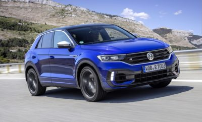 """• T-Roc R by Volkswagen: νέα, κορυφαία έκδοση που συνδυάζει εξαιρετικές επιδόσεις και ελκυστικό σχεδιασμό • Turbo και μεγάλη ροπή: κινητήρας 2,0 λίτρων TSI με 300 ίππους και 400 Nm ροπής • Launch Control και Race Mode για εντυπωσιακή επιτάχυνση, εξαιρετικά χαρακτηριστικά απόδοσης και δυναμικό χαρακτήρα • 4MOTION και DSG: στάνταρ η τετρακίνηση 4MOTION και το αυτόματο κιβώτιο διπλού συμπλέκτη των 7 σχέσεων • Στάνταρ εξοπλισμός """"R"""": προοδευτικό σύστημα διεύθυνσης, σπορ ανάρτηση με σύστημα επιλογής οδηγικού προφίλ (Driving Profile Selection) και κατ' επιλογήν ενεργό σύστημα ελέγχου της πρόσφυσης • Καταπληκτικός ήχος: Εξάτμιση τιτανίου R Performance, από την εξειδικευμένη στο συγκεκριμένο τομέα Akrapovič • Ειδικός """"R"""" σχεδιασμός, με χαρακτηριστικό εμπρός και πίσω μέρος • LED προβολείς που κάνουν τη νύχτα μέρα • Ζάντες αλουμινίου 18 ιντσών Spielberg έντονα γυαλιστερές • Προαιρετική διχρωμία: επιλογή από μια μεγάλη γκάμα χρωμάτων • Εξατομίκευση πιστή στο αρχικό στυλ: προαιρετικό πακέτο δέρματος nappa σε στυλ """"R"""" με εμφάνιση ανθρακονήματος • Αγωνιστική αίσθηση: λογότυπα """"R"""" στο πολυλειτουργικό σπορ τιμόνι, τα σπορ καθίσματα και τα μαρσπιέ. • Διευρυμένη γκάμα συστημάτων υποβοήθησης για ακόμα μεγαλύτερη άνεση. • Έξυπνη διασύνδεση: προαιρετικά ασύρματη φόρτιση • Ψηφιακό ταμπλό: ψηφιακός πίνακας οργάνων Active Info Display 10,25 ιντσών με ειδικές απεικονίσεις και λογότυπο """"R"""" και οθόνη infotainment 8,0 ιντσών • App-Connect: τρία ενσωματωμένα interfaces για MirrorLinkTM, Android AutoTM και Apple CarPlayTM Volkswagen T-Roc R: έκδοση υψηλών επιδόσεων με πρώτης τάξης γονίδια motorsport Περισσότεροι από 400.000 ενθουσιώδεις πελάτες σε όλο τον κόσμο μέσα σε μόλις δύο χρόνια: από την αρχή το T-Roc, το compact SUV με έντονο lifestyle χαρακτήρα, καθιερώθηκε ως ένα από τα πιο δημοφιλή μοντέλα της κατηγορίας του. Η Volkswagen παρουσιάζει τώρα ένα ακόμα πιο συναρπαστικό T-Roc, που θα ενθουσιάσει τους φίλους της μάρκας: το T-Roc R. Ισχυρό όσο ένα γνήσιο σπορ μοντέλο, πρακτικό όσο ένα ευέλικ"""
