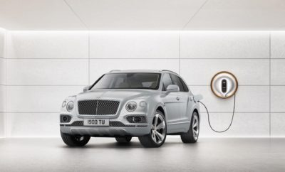 • Ξεκίνησαν οι παραδόσεις των πρώτων Bentley Bentayga Hybrid, της plug-in υβριδικής έκδοσης του μοντέλου, σε πελάτες • Η Bentley θα προσφέρει εξηλεκτρισμένες εκδόσεις όλων των μοντέλων της έως το 2023 • Η τεχνολογικά προηγμένη Bentayga έχει αυτονομία ηλεκτροκίνησης 39 χιλιομέτρων στον κύκλο WLTP ή 51 χιλιομέτρων στον κύκλο NEDC • Η Bentley με την καλύτερη ενεργειακή απόδοση που έχει κατασκευαστεί ποτέ, με εκπομπές CO2 μόλις 79 γρμ./χλμ. • Στη νέα, υβριδική και ηλεκτροκίνητη εποχή της, η Bentley παραμένει κορυφαία επιλογή με χειροποίητη κατασκευή και απαράμιλλη ποιότητα • Η Bentley Bentayga Hybrid διαθέσιμη από 141.100 € Οι πρώτες Bentley Bentayga Hybrid παραδόθηκαν σε πελάτες, σηματοδοτώντας ένα ορόσημο για την κορυφαία υπερ-πολυτελή μάρκα. Στο πλαίσιο εορτασμού της εκατονταετηρίδας της Bentley, η ανατρεπτική Bentayga Hybrid αποτελεί το πρώτο βήμα για το ταξίδι της βρετανικής εταιρείας στα επόμενα 100 χρόνια και ένα ενεργειακά βιώσιμο μέλλον. Η Bentley εστιάζει στη νέα εποχή της ηλεκτροκίνησης και στα πλάνα της περιλαμβάνεται μία υβριδική ή ηλεκτρική έκδοση για κάθε μοντέλο της έως το 2023, με την πρώτη πλήρως ηλεκτρική Bentley να αναμένεται έως το 2025. Η χειροποίητη Bentayga Hybrid από το Crewe της Αγγλίας, εξωτερικά ξεχωρίζει από μια κομψή και διαχρονική σχεδίαση ενώ στο εσωτερικό η επιτομή του σύγχρονου βρετανικού design συνδυάζεται με άπειρες επιλογές εξατομίκευσης. Παράλληλα, πιστή στην παράδοση της εταιρείας για κορυφαία πολυτέλεια, η Bentayga Hybrid είναι το μοναδικό plug-in υβριδικό μοντέλο στον κόσμο με 64 διαθέσιμα χρώματα για παραγγελία. Το πρώτο plug-in υβριδικό μοντέλο της Bentley προσφέρει μία συναρπαστική εμπειρία από δύο διαφορετικούς κόσμους, συνδυάζοντας έναν ισχυρό νέο V6 turbo βενζινοκινητήρα 3,0 λίτρων με έναν εξελιγμένο ηλεκτροκινητήρα που χαρίζει άμεση ανταπόκριση. Με μέγιστη ισχύ 94 kW και ροπή στρέψης 400 Nm, ο ηλεκτροκινητήρας επιτρέπει την τάχιστη και αθόρυβη επιτάχυνση από στάση, ενώ παράλληλα εξαλείφει την όποια υστέρηση του υπερτροφοδο