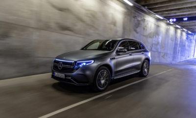 Η καρδιά της αυτοκίνησης χτυπά από τις 9 έως τις 17 Νοεμβρίου στην Αθήνα, και η Mercedes-Benz θα βρίσκεται για ακόμη μία χρονιά εκεί - στο περίπτερο 10 του Ολυμπιακού Ακινήτου Ξιφασκίας - για να παρουσιάσει στο κοινό τις νέες, ανατρεπτικές της ιδέες. Διότι, για την Mercedes-Benz, η διαρκής αναζήτηση και υλοποίηση νέων ιδεών υπήρξε πάντα η κινητήριος δύναμη για τα μεγάλα επιτεύγματά της στην αυτοκίνηση. Ιδέες μικρές και μεγάλες, ιδέες προσγειωμένες αλλά και επαναστατικές, ιδέες που άλλαξαν εκ βάθρων τον τρόπο που βλέπουμε το αυτοκίνητο στο βάθος των 133 χρόνων της ιστορίας της. Στα εγκαίνια θα γίνουν τα αποκαλυπτήρια 2 νέων μοντέλων της μάρκας, του νέου compact και μοναδικού 7θέσιου SUV οχήματος της κατηγορίας GLB ενώ το πανελλαδικό της ντεμπούτο θα κάνει και η αμιγώς ηλεκτρική EQC, το πρώτο μοντέλο της νέας μάρκας με το αστέρι EQ, που περιλαμβάνει το σύνολο του ηλεκτρικού οικοσυστήματος της Mercredes-Benz, τόσο από πλευράς μοντέλων όσο και καινοτόμων υπηρεσιών που έχουν εξελιχθεί ειδικά για την υποστήριξη της ηλεκτροκίνησης. Επιπλέον, τρια πρωτότυπα (concept) μοντέλα θα ξαφνιάσουν ευχάριστα τους επισκέπτες της Έκθεσης αφού πρόκειται για αυτοκίνητα που κάνουν επιλεκτικές εμφανίσεις μόνο σε Διεθνή Σαλόνια Αυτοκινήτου στον κόσμο και αποτελούν τον προπομπό των αυτοκινήτων που θα κυκλοφορούν στους δρόμους μελλοντικά. Οι εξειδικευμένοι σύμβουλοι πωλήσεων της μάρκας, αλλά και διαδραστικές εφαρμογές σε tablets και οθόνες μπορούν να ενημερώσουν κατανοητά και ξεκάθαρα για όλες τις υπηρεσίες που συνοδεύουν τα αυτοκίνητα Mercedes-Benz, ενώ σε έναν ειδικό προσομοιωτή θα μπορεί κάποιος να βιώσει την εμπειρία χειρισμού του πρωτοποριακού συστήματος πολυμέσων MBUX με τεχνητή νοημοσύνη και φωνητικό έλεγχο. Πίσω από κάθε όμορφη Mercedes-Benz υπάρχει μία πολύ όμορφη ιδέα. Σας περιμένουμε στην Αυτοκίνηση 2019, για να γνωρίσετε από κοντά τις επόμενες ιδέες του εφευρέτη του αυτοκινήτου. Γιατί τίποτα δεν δικαιώνει περισσότερο το ανθρώπινο πνεύμα και την εξέλιξή του από μία υψηλή ιδέα που έ