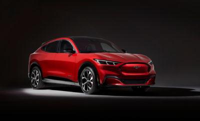 • Για πρώτη φορά μετά από 55 χρόνια, η Ford διευρύνει την οικογένεια Mustang με την πρώτη, πλήρως ηλεκτρική Mustang Mach-E που έρχεται να πλαισιώσει τις Mustang Coupe και Convertible, καθώς και τις ειδικές εκδόσεις του μοντέλου, διαθέτοντας ένα εντελώς νέο σύστημα infotainment και τεχνολογία συνδεδεμένου οχήματος • Το ολοκαίνουργιο αυτό μοντέλο συμβολίζει την αρχή μιας νέας, ηλεκτρικής εποχής για την Ford αποτελώντας ένα από τα 14 στο σύνολο ηλεκτροκίνητα οχήματα που θα παρουσιάσει η εταιρεία στην αγορά της Ευρώπης έως τα τέλη του 2020 • Η Mustang Mach-E ενσαρκώνει πλήρως το πνεύμα της Mustang – από την κομψή σιλουέτα και τις μυώδεις καμπύλες, μέχρι τα μοναδικά στοιχεία οδήγησης και τα δυναμικά χαρακτηριστικά ήχου • Η Mustang Mach-E GT προσφέρει τις συγκινήσεις για τις οποίες φημίζεται η Mustang έχοντας ως στόχο να εξασφαλίζει επιτάχυνση 0 -100 km/h σε λιγότερο από 5 δλ. με προβλεπόμενη απόδοση 465 ίππων (342 kW) και ροπή 830 Nm • Η ηλεκτρική Mustang Mach-E εμπνέει αυτοπεποίθηση, στοχεύοντας σε αυτονομία έως και 600 km στο πλαίσιο του πρωτοκόλλου WLTP. Ενσωματωμένες λύσεις για τη φόρτιση του οχήματος καθοδηγούν τους πελάτες στους πλησιέστερους δημόσιους σταθμούς, προτείνοντας σημεία φόρτισης κατά τη διάρκεια του ταξιδιού και παρέχοντας πρόσβαση σε πάνω από 125.000 σημεία του Δικτύου Φόρτισης FordPass σε 21 χώρες σε ολόκληρη την Ευρώπη Για πρώτη φορά σε διάστημα 55 χρόνων, η Ford επεκτείνει με τη Mustang Mach-E την οικογένεια Mustang, φέρνοντας το διάσημο Pony στην ηλεκτρική εποχή. Πρόκειται για ένα ολοκαίνουργιο, πλήρως ηλεκτρικό SUV που διέπεται από τις ίδιες αρχές που ενέπνευσαν όλα αυτά τα χρόνια το δημοφιλέστερο σπορ κουπέ μοντέλο σε όλο τον κόσμο. Από το 1964 – όταν και παρουσιάστηκε για πρώτη φορά – η Mustang ενσαρκώνει την ελευθερία, την πρόοδο και τις καταιγιστικές επιδόσεις, αποτελώντας συγχρόνως ένα σύμβολο επανάστασης. Τώρα, η Mustang είναι έτοιμη να επαναπροσδιορίσει τις παραπάνω αρετές στα πλαίσια της νέας, ηλεκτρικής εποχής της αυτοκίνησης καλύπτοντας 