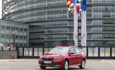 • Ένα από τα πιο σημαντικά βραβεία της αυτοκινητοβιομηχανίας για το SKODA KAMIQ • Το SKODA KAMIQ κατέκτησε την πρώτη θέση στην κατηγορία «Καλύτερο Αυτοκίνητο μέχρι 25.000 €» • Σύμφωνα με τους κριτές το ολοκαίνουργιο SKODA KAMIQ αποτελεί την πιο ολοκληρωμένη πρόταση στην κατηγορία του • Το SKODA KAMIQ είναι διαθέσιμο εδώ και μερικές μέρες και στην ελληνική αγορά, με προτεινόμενες τιμές που ξεκινούν από τα 15.900 € Tο ολοκαίνουργιο SKODA KAMIQ ξεκινά την εμπορική του καριέρα στην Ελλάδα με ένα σημαντικό ατού: το νέο compact SUV της SKODA κατέκτησε το «Χρυσό Τιμόνι 2019» (στα Γερμανικά: Das Goldene Lenkrad 2019), ένα από τα πιο σημαντικά βραβεία στην ευρωπαϊκή αυτοκινητοβιομηχανία! Το βραβείο απονέμεται από κοινού, από το περιοδικό αυτοκινήτου «Auto Bild» και την εφημερίδα «Bild am Sonntag». Στον εφετινό θεσμό, υποψήφια ήταν συνολικά πενήντα οκτώ μοντέλα, που λανσαρίστηκαν τους τελευταίους δώδεκα μήνες, χωρισμένα σε έντεκα κατηγορίες. Το SKODA KAMIQ κατέκτησε την πρώτη θέση στην κατηγορία «Καλύτερο Αυτοκίνητο μέχρι 25.000 €». Σύμφωνα με τους δημοσιογράφους-δοκιμαστές των Μέσων, το KAMIQ προσφέρει την πιο ολοκληρωμένη πρόταση στην κατηγορία του, ξεχωρίζοντας σε τομείς όπως η συνολική ποιότητα, τα οδηγικά χαρακτηριστικά, το επίπεδο εξοπλισμού ήδη από τη βασική έκδοση, τις συμπαγείς εξωτερικές διαστάσεις σε συνδυασμό με το ευρύχωρο εσωτερικό και τέλος, τη σχέση αξίας/τιμής. Στην τελετή απονομής που έλαβε χώρα στο Βερολίνο, το βραβείο παρέλαβε ο κ. Κρίστιαν Στρούμπε (Christian Strube), Μέλος του Διοικητικού Συμβουλίου για την Τεχνική Ανάπτυξη της SKODA AUTO, που δήλωσε σχετικά: «το KAMIQ, με ένα πολύ μοντέρνο design έρχεται να προσφέρει στοιχεία που χαρακτηρίζουν τη SKODA, όπως ποιότητα, χώροι, value for money σε μία νέα κατηγορία μοντέλων για τη μάρκα, απευθυνόμενο σε ένα νέο γκρουπ πελατών». Ο θεσμός Χρυσό Τιμόνι (Das Goldene Lenkrad) ξεκίνησε το 1976 ως μία πρωτοβουλία της Bild am Sonntag ενώ από το 2009 συνδιοργανώνεται με την Auto Bild, το μεγαλύτερο σε κυκλοφορία περ