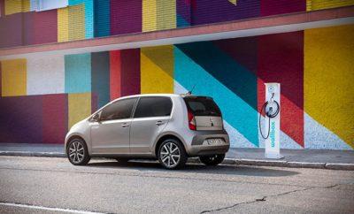 Το SEAT Mii electric είναι το πρώτο ηλεκτρικό αυτοκίνητο της μάρκας που καθιστά την τεχνολογία οικονομικά προσιτή, με κόστος αγοράς στο ίδιο επίπεδο με ένα όχημα με κινητήρα εσωτερικής καύσης και χαμηλό κόστος συντήρησης  Το Mii electric είναι το ιδανικό όχημα για την πόλη που συνδυάζει δυναμικές επιδόσεις με πρακτικότητα χάρη στον ηλεκτροκινητήρα 61kW με μπαταρία ιόντων λιθίου 32,3kWh  Το ηλεκτρικό Mii μπορεί να φτάσει τα 50 km/h σε μόλις 3,9 δευτερόλεπτα και προσφέρει αυτονομία 260 χιλιομέτρων  Το πλήρως ηλεκτρικό αυτοκίνητο πόλης προσφέρει πολλαπλές επιλογές επαναφόρτισης ενώ αναπληρώνει το 80% της χωρητικότητας της μπαταρίας σε μόλις μία ώρα (DC 40kW)  Το Mii electric βάζει τα θεμέλια για την ένταξη περισσότερων οχημάτων στην οικογένεια των ηλεκτρικών στο μέλλον Κηφισιά, 15/11/2019. Η αγορά των ηλεκτροκίνητων οχημάτων αυξάνεται με γρήγορους ρυθμούς καθώς οι καταναλωτές βλέπουν τα οφέλη της απομάκρυνσης από τα παραδοσιακά καύσιμα και της μετάβασης σε βιώσιμες εναλλακτικές λύσεις. Η SEAT ανταποκρινόμενη σε αυτή τη τάση κατασκευάζει αυτοκίνητα για να καλύψει τις απαιτήσεις μιας δυναμικής και συνεχώς μεταβαλλόμενης αγοράς, διατηρώντας παράλληλα τη βιωσιμότητα της κινητικότητας. Η ηλεκτροκίνηση βρίσκεται στον πυρήνα αυτών των σημαντικών εξελίξεων. Η SEAT ξεκινά την ηλεκτρική της «επίθεση» με την παρουσίαση του Mii electric, ενός οχήματος που συνδυάζει τεχνολογία αιχμής, δυναμισμό, κομψή σχεδίαση, νέα επίπεδα συνδεσιμότητας με οικονομική προσιτότητα και χαμηλό κόστος ιδιοκτησίας, χαρακτηριστικά που προσφέρουν ένα όχημα έτοιμο να αντιμετωπίσει τις προκλήσεις της αστικής οδήγησης και να καλύψει τις ανάγκες μίας νέας γενιάς πελατών. Το πρώτο ηλεκτροκίνητο όχημα παραγωγής της SEAT θέτει επίσης τα θεμέλια για μελλοντικά μέλη στην οικογένεια, με περισσότερα EVs και PHEVs στο εγγύς μέλλον, συμπεριλαμβανομένων του πλήρως ηλεκτρικού SEAT el-Born, plug-in υβριδικών εκδόσεων του Tarraco και Leon καθώς και της υψηλής απόδοσης plug-in υβριδικών εκδόσεων του CUPRA Formentor και CUP