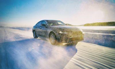 Η καρδιά της μάρκας BMW χτυπά στην πολυτελή μεσαία κατηγορία. Μαζί με τις BMW Σειρά 4 Coupé, BMW Σειρά 4 Cabrio και BMW Σειρά 4 Gran Coupé, η BMW Σειρά 3 αναδεικνύει τα στοιχεία από τα οποία απορρέει η διάσημη οδηγική απόλαυση της μάρκας σε συμπυκνωμένη μορφή. Τώρα, η BMW μεταφέρει τα βασικά χαρακτηριστικά της μάρκας στην εποχή της ηλεκτρικής μετακίνησης – που ήταν και ο κύριος στόχος εξέλιξης του BMW i4. Το πρώτο, αμιγώς ηλεκτροκίνητο μοντέλο του BMW Group στην πολυτελή μεσαία κατηγορία συνδυάζει τη δυναμική συμπεριφορά, τη σπορ και κομψή σχεδίαση, την ανώτερη ποιότητα και την ευρυχωρία, την άνεση και τη λειτουργικότητα ενός τετράθυρου Gran Coupé με οδήγηση μηδενικών ρύπων. Αυτό προαναγγέλλει μία νέα εποχή οδηγικής απόλαυσης. Το μέλλον της ηλεκτροκίνησης θα διαμορφωθεί από την πέμπτη γενιά της τεχνολογίας BMW eDrive, πρωτοπόρος της οποίας θα είναι το BMW iX3 – που θα παράγεται από το 2020 και μετά – και θα ακολουθήσουν τα BMW iNEXT και BMW i4. Με την πέμπτη γενιά της τεχνολογίας BMW eDrive, που περιλαμβάνει και τις τελευταίες καινοτομίες στον τομέα κυψελών μπαταριών, το BMW i4 θέτει νέα πρότυπα σπορ επιδόσεων, πετυχαίνοντας αυτονομία περίπου 600 km. Το BMW i4 εντάσσεται στο πρόγραμμα μιας ολοκληρωμένης προϊοντικής επέλασης του BMW Group στο χώρο της ηλεκτροκίνησης. Η εταιρία διαθέτει αυτή τη στιγμή τη μεγαλύτερη γκάμα πλήρως ηλεκτρικών και plug-in υβριδικών μοντέλων στο χώρο της αγοράς. Μέχρι το 2023, το BMW Group θα έχει 25 ηλεκτροκίνητα μοντέλα στο πρόγραμμά του. Με μία προϊοντική γκάμα που περιλαμβάνει αποδοτικούς κινητήρες καύσης και σύγχρονα, plug-in υβριδικά και αμιγώς ηλεκτρικά συστήματα κίνησης, το BMW Group - μία εταιρία με παγκόσμια εμβέλεια - λαμβάνει υπόψιν διαφορετικές απαιτήσεις και προτιμήσεις των πελατών σε διάφορες περιοχές του κόσμου. Ανεξάρτητα από το είδος κίνησης, όλα τα σημερινά και μελλοντικά μοντέλα προσφέρουν τη γνήσια οδηγική απόλαυση που αποτελεί στοιχείο ταυτότητας της μάρκας. Τεχνολογία BMW eDrive πέμπτης γενιάς για βελτιστοποιημένη δυν