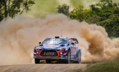 """• Η Hyundai Motorsport αναδεικνύεται Παγκόσμια Πρωταθλήτρια Κατασκευαστών WRC για το 2019 * με προβάδισμα 18 βαθμών μετά το Rally de España • Οι διοργανωτές του Rally Australia ανακοίνωσαν την ακύρωση του αγώνα λόγω επικίνδυνων πυρκαγιών στην περιοχή της Νέας Νότιας Ουαλίας της Αυστραλίας Η κατάκτηση του Πρωταθλήματος των Κατασκευαστών του WRC από την Hyundai Motorsport ήταν αποτέλεσμα μιας σκληρής και αφοσιωμένης ομαδικής προσπάθειας από την ίδρυση της εταιρίας στα τέλη του 2012. Ξεκινώντας από λευκό χαρτί, η ομάδα σύντομα δημιούργησε επαγγελματική εμφάνιση WRC και ένα ολοκαίνουργιο αυτοκίνητο βασισμένο στο roadgoing i20 της εταιρίας. Συνολικά, η ομάδα της Hyundai Motorsport κατέκτησε τέσσερις νίκες το 2019 καθ 'οδόν προς τον τίτλο των κατασκευαστών – στα Tour de Corse, Ράλι Αργεντινής, Rally Italia Sardegna και Rally de España - και ανέβηκε 13 φορές στο βάθρο κατά τη διάρκεια της σεζόν. Από τις αρχές του 2019, με τον Διευθυντή της Ομάδας Andrea Adamo, οι στόχοι της εταιρείας ήταν σαφείς: να αγωνιστούμε για τον πρώτο παγκόσμιο τίτλο μας. Απέναντι σε πολύ ισχυρό ανταγωνισμό, η ομάδα της Hyundai Motorsport δούλεψε σκληρά για να διατηρήσει - και στη συνέχεια να επεκτείνει - το πλεονέκτημά της στην κορυφή του πίνακα πριν από την ολοκλήρωση της σεζόν. Ο Head of Product Division, Executive Vice President του Hyundai Motor Group κ. Thomas Schemera, δήλωσε: """"Η Hyundai Motorsport έχει πραγματικά ενσωματώσει το πνεύμα της Hyundai και της μάρκας N υψηλών επιδόσεων. Οι επιτυχίες που κατάφεραν σε πολλές στιγμές ήταν απίστευτες και η επιρροή στα εμπορικά οχήματα της Hyundai δεν μπορεί να υποτιμηθεί. """" Οι διοργανωτές του Rally Australia, του τελευταίου γύρου της σεζόν, ανακοίνωσαν την ακύρωση του αγώνα λόγω των επικίνδυνων πυρκαγιών που πλήττουν την Αυστραλία και την περιοχή του Coffs Harbour. Μετά από αυτή την απόφαση, η Hyundai Motorsport αναδείχθηκε Παγκόσμια πρωταθλήτρια Κατασκευαστών WRC για το 2019 (*) με προβάδισμα 18 βαθμών μετά το Rally de España. Ο Πρόεδρος της Hyundai """