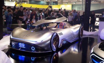 Μέχρι την Κυριακή 17 Νοεμβρίου, οι φίλοι του αυτοκινήτου και της τεχνολογίας έχουν μια μοναδική ευκαιρία για να δουν όλα τα νέα μοντέλα και να ενημερωθούν για τις εξελίξεις στην αυτοκίνηση. Στην έκθεση αυτοκινήτου «ΑΥΤΟΚΙΝΗΣΗ Anytime 2019» - που φέτος κάνει ρεκόρ και στην επισκεψιμότητα - εκτίθενται πάνω από 150 νέα μοντέλα από την πλειονότητα των αυτοκινητοβιομηχανιών που δραστηριοποιούνται στην ελληνική αγορά. Η μεγάλη ευκαιρία για τους λάτρεις των τεσσάρων τροχών έχει μια ακόμη ευχάριστη έκπληξη. Στην έκθεση αυτοκινήτου «ΑΥΤΟΚΙΝΗΣΗ Anytime 2019», παρουσιάζονται και 32 ολοκαίνουργια μοντέλα που θα διεκδικήσουν πρωταγωνιστικό ρόλο στη κατηγορία τους το 2020 και τα επόμενα χρόνια. Πρόκειται για πανελλήνιες πρεμιέρες που αποτελούν το ισχυρότερο στοιχείο κάθε αυτοκινητοβιομηχανίας. Στα αναβαθμισμένα περίπτερα των αυτοκινητοβιομηχανιών παρουσιάζονται για πρώτη φορά στην Ελλάδα τα εξής ολοκαίνουργια μοντέλα: Νέα BMW Σειρά 1, Ανανεωμένη BMW X1, νέα plug-in υβριδική BMW X3, νέα plug-in υβριδική BMW X5, Mercedes-Benz GLB, Mercedes-Benz EQC, 3 πρωτότυπα μοντέλα από την Mercedes-Benz (το 2020 Smart Vision EQ Fortwo Concept, τo Mercedes EQ Silver Arrow και την EQA), DS 3 Crossback E-Tense, DS 7 Crossback Hybrid 4X4, Fiat 500X Sport, Fiat Panda Trussardi, νέο Hyundai i10, νέο Hyundai Kona Hybrid, νέο Kia XCeed, νέο Kia e-Niro, νέο Kia e-Soul, νέο Mazda CX-30, MINI ηλεκτρικό, MINI John Cooper Works Clubman, MINI 60 Years Edition, νέο Opel Corsa, Ανανεωμένο Opel Astra, νέο Peugeot 208, νέο Peugeot e-208, νέο Peugeot 3008 Plug-In Hybrid, νέο Peugeot Rifter, νέο Renault Clio, Ανανεωμένο Renault Twingo, νέο Skoda Kamiq, Ανανεωμένο Skoda Superb, νέο Subaru Forester e-BOXER, Subaru Forester XV e-BOXER, Volkswagen T-Roc R, νέο Volkswagen T-Roc Cabriolet, Ανανεωμένο Volkswagen Passat GTE, Volkswagen Tiguan Allspace, Volvo XC90 B5 και Volvo XC40 T3 Geartronic. Η «ΑΥΤΟΚΙΝΗΣΗ Anytime 2019» φιλοξενείται όπως και τα προηγούμενα χρόνια στο ΟΛΥΜΠΙΑΚΟ ΑΚΙΝΗΤΟ ΞΙΦΑΣΚΙΑΣ (πρώην Δυτικό Αεροδρόμιο