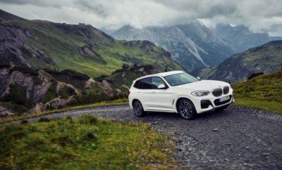 Ο μοναδικός συνδυασμός ευφυούς τετρακίνησης BMW xDrive και προηγμένης τεχνολογίας BMW eDrive διασφαλίζει βιώσιμη οδηγική απόλαυση σε ένα ακόμα μοντέλο BMW. Η νέα BMW X3 xDrive30e γίνεται το τρίτο Sports Activity Vehicle (SAV) της τρέχουσας γκάμας που περιλαμβάνει plug-in υβριδικό σύστημα κίνησης και μετάδοση και στους τέσσερις τροχούς, προσφέροντας συναρπαστική ευελιξία και μία οδηγική εμπειρία αμιγώς με ηλεκτροκίνηση και ελάχιστα επίπεδα κατανάλωσης καυσίμου και εκπομπών ρύπων. Σε συνεργασία, ο 4-κύλινδρος κινητήρας καύσης και ο ηλεκτροκινητήρας του plug-in υβριδικού μοντέλου αποδίδουν μέγιστη ισχύ 215 kW/292 hp. Ο μοναδικός συνδυασμός του ευφυούς συστήματος τετρακίνησης BMW xDrive και της προηγμένης τεχνολογίας BMW eDrive μειώνει τη μέση κατανάλωση καυσίμου από 2,4 έως 2,1 λίτρα / 100 km*. Οι σχετικές εκπομπές CO2 κυμαίνονται μεταξύ 54 και 49 g/km*. Η συνδυασμένη κατανάλωση ηλεκτρικής ενέργειας της νέας BMW X3 xDrive30e είναι από 17,2 έως 16,4 kWh / 100 km*. Η μπαταρία ιόντων λιθίου που εφοδιάζεται με την πιο σύγχρονη τεχνολογία κυψελών μπαταριών επιτρέπει αμιγή ηλεκτροκίνηση με αυτονομία 51 - 55 km*. Η νέα BMW X3 xDrive30e θα κατασκευάζεται από το Δεκέμβριο του 2019 στο εργοστάσιο της BMW στο Spartanburg, ΗΠΑ, μαζί με τις συμβατικές εκδόσεις της BMW X3. Το παγκόσμιο λανσάρισμα προγραμματίζεται να ξεκινήσει την άνοιξη του 2020. Με αυτό τον τρόπο, το BMW Group επιδιώκει σταθερά τον εξηλεκτρισμό της γκάμας του, ακολουθώντας παράλληλα μία προϊοντική στρατηγική προσανατολισμένη στις ποικίλες ανάγκες των πελατών. Το παγκοσμίως δημοφιλές SAV στην πολυτελή μεσαία κατηγορία είναι το πρώτο μοντέλο της μάρκας που προσφέρεται τόσο με συμβατικό κινητήρα καύσης όσο και με plug-in υβριδικό σύστημα – ενώ μία αμιγώς ηλεκτροκίνητη έκδοση αναμένεται να προστεθεί κατά τη διάρκεια του 2020. Ευέλικτο Sports Activity Vehicle με ανώτερες επιδόσεις off - road και εξαιρετική απόδοση. Η νέα BMW X3 xDrive30e συνδυάζει τα τυπικά προσόντα ενός Sports Activity Vehicle με ιδιαίτερα αποδοτική τε
