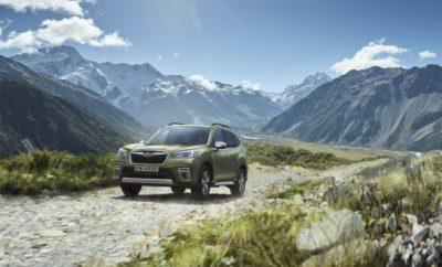 """Η Subaru Europe, η ευρωπαϊκή θυγατρική της Subaru Corporation, ανακοίνωσε σήμερα ότι το ολοκαίνουργιο Subaru Forester e-BOXER (ευρωπαϊκών προδιαγραφών) πέτυχε τη μέγιστη συνολική βαθμολογία των πέντε αστέρων στις δοκιμές επιδόσεων ασφάλειας του Ευρωπαϊκού Προγράμματος Αξιολόγησης Νέων Αυτοκινήτων του 2019 (Euro NCAP)*4. Επιπλέον, το Subaru XV ξανακέρδισε την αξιολόγηση των πέντε αστέρων με την έκδοση e-BOXER του 2019, μετά από την αντίστοιχη του Euro NCAP του 2017. Το νέο Subaru Forester e-BOXER κατέγραψε εξαιρετικές βαθμολογίες και στις τέσσερις περιοχές αξιολόγησης (Ενήλικος επιβάτης, Ανήλικος επιβάτης, Ευάλωτοι χρήστες δρόμου, Υποβοήθηση Ασφάλειας), πολύ πάνω από το ελάχιστο απαιτούμενο όριο και με έναν αξιοσημείωτο υψηλό συνολικό μέσο όρο. Το ολοκαίνουργιο Forester πέτυχε το υψηλότερο μέχρι σήμερα σκορ στην κατηγορία του*2 στη δοκιμή προστασίας των παιδιών. Το Euro NCAP σχολίασε στην επίσημη έκθεση των δοκιμών σύγκρουσης: """"Και στις δύο δοκιμές, τόσο την μετωπική όσο και την πλευρική, η προστασία όλων των κρίσιμων περιοχών του σώματος ήταν καλή και για τα δύο ανδρείκελα και το Forester πέτυχε τη μέγιστη βαθμολογία σε αυτό το τμήμα της αξιολόγησης. Ο αερόσακος συνοδηγού απενεργοποιείται αυτόματα όταν τοποθετείται στη θέση αυτή ένα σύστημα συγκράτησης παιδιού που βλέπει προς τα πίσω. Οι δοκιμές έδειξαν ότι το σύστημα λειτούργησε δυναμικά και το σύστημα ανταμείφθηκε. Όλοι οι τύποι συγκράτησης για τους οποίους έχει σχεδιαστεί το Forester θα μπορούσαν να εγκατασταθούν και να τοποθετηθούν σωστά στο αυτοκίνητο."""" Επιπλέον της Προστασίας Ανήλικου Επιβάτη, το Forester απέδωσε την καλύτερη μέχρι σήμερα βαθμολογία για την Subaru στην Προστασία Ενηλίκων*3. Αυτές οι ανώτερες επιδόσεις ασφάλειας σε σύγκρουση έχουν επιτευχθεί χάρη στην Παγκόσμια Πλατφόρμα της Subaru (SGP = Subaru Global Platform). Η SGP βελτιώνει σημαντικά την ακαμψία του αμαξώματος και του πλαισίου (εμπρόσθια πλευρική ακαμψία +90%, στρεπτική ακαμψία +70%, ακαμψία εμπρόσθιας ανάρτησης +70%, ακαμψία οπίσθιου υποπ"""