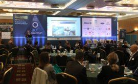 Σειρά πρωτοβουλιών για την αναβάθμιση των συγκοινωνιών και την ενίσχυση της οδικής ασφάλειας, ανακοίνωσε ο Υπουργός Υποδομών και Μεταφορών, κ. Κώστας Αχ. Καραμανλής, από το βήμα του Συνεδρίου του 3rd Auto Forum, που πραγματοποιήθηκε την Πέμπτη 12 Δεκεμβρίου στο Divani Apollon Palace & Thalasso, με τίτλο: «Η αυτοκίνηση σε σταυροδρόμι!». Ο κ. Καραμανλής ειδικότερα ανέφερε ότι έχει ήδη ξεκινήσει η διαδικασία για την προμήθεια ηλεκτροκίνητων οχημάτων για τα ΜΜΜ, με χρηματοδότηση από την Ευρωπαϊκή Τράπεζα Επενδύσεων. Η ίδια Τράπεζα θα χρηματοδοτήσει με 450 εκατ. ευρώ, πλάνο για παρεμβάσεις στο οδικό δίκτυο της χώρας σε θέματα ασφάλειας. Ο ίδιος, επεσήμανε ότι η Κυβέρνηση θα δώσει κίνητρα για την αντικατάσταση των παλαιάς τεχνολογίας, ρυπογόνων οχημάτων, με νέα, αντιρυπαντικής τεχνολογίας, και στο πλαίσιο αυτό εξετάζεται η δυνατότητα μείωσης των υπερβολικών δασμών εισαγωγής. Παράλληλα, σημείωσε ότι η Κυβέρνηση εστιάζει στην ολοκλήρωση των μεγάλων έργων υποδομής. Από το βήμα του 3rd Auto Forum ο κ. Γεώργιος Βασιλάκης, Πρόεδρος του Συνδέσμου Εισαγωγέων Αντιπροσώπων Αυτοκινήτων & Δικύκλων (ΣΕΑΑ), παρουσίασε τις παθογένειες του υφιστάμενου καθεστώτος που συντηρεί την κυκλοφορία «γηρασμένων» οχημάτων 20ετίας και προχώρησε σε συγκεκριμένες προτάσεις για την αντιμετώπιση του προβλήματος. Συγκεκριμένα, πρότεινε την μείωση του τέλους ταξινόμησης στα «καθαρά» αυτοκίνητα, τη μείωση του φόρου και στα εταιρικά αυτοκίνητα υψηλότερου κόστους (άνω των 40.000 ευρώ), την κατάργηση των τεκμηρίων, την επιβολή ελέγχων λειτουργίας των ΚΤΕΟ, την εφαρμογή Ηλεκτρονικού Μητρώου Οχημάτων, όπως και την αυτοματοποίηση των ελέγχων κυκλοφορίας στα κέντρα των πόλεων. Το 3rd Auto Forum διοργανώθηκε από την Εthos Events σε συνεργασία με το Ινστιτούτο Οδικής Ασφάλειας «Πάνος Μυλωνάς», το οικονομικό και επιχειρηματικό portal banks.com.gr και το περιοδικό ΧΡΗΜΑ, και τελούσε υπό υπό την αιγίδα του Υπουργείου Υποδομών και Μεταφορών, του Συνδέσμου Εισαγωγέων Αντιπροσώπων Αυτοκινήτων & Δικύκλων (ΣΕΑΑ), της Ένωση