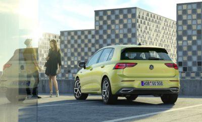 • Με το λανσάρισμα του νέου Golf η Volkswagen παρουσιάζει ένα νέο, πραγματικά επαναστατικό πλάνο συντήρησης • Ο καθιερωμένος προγραμματισμένος έλεγχος και service του αυτοκινήτου, αρχίζοντας από το νέο Golf, θα γίνεται πλέον κάθε 24 μήνες, αντί για τους 12 που ισχύει σήμερα • Ο διπλασιασμός της χρονικής απόστασης ανάμεσα στους προγραμματισμένους ελέγχους και service είναι εφικτός χάρη στην πολύ υψηλή ποιότητα των αυτοκινήτων της Volkswagen • Το νέο πλάνο συντήρησης παρουσιάζεται με το λανσάρισμα του νέου Golf και σταδιακά, μέσα στο 2020, θα υιοθετηθεί και στα υπόλοιπα μοντέλα της Volkswagen Με το λανσάρισμα του νέου Golf, η Volkswagen εισάγει ένα πραγματικά εντυπωσιακό concept, που δείχνει και την αυτοπεποίθηση της μάρκας για την πολύ υψηλή ποιότητα των αυτοκινήτων που κατασκευάζει. Με αρχή το νέο Golf, η Volkswagen διπλασιάζει το διάστημα ανάμεσα στους απαιτούμενους προγραμματισμένους ελέγχους και service του αυτοκινήτου. Πλέον, το αυτοκίνητο θα ελέγχεται και θα γίνεται το απαραίτητο service κάθε 24 μήνες, αντί για τους καθιερωμένους 12, που ισχύει μέχρι σήμερα. Μάλιστα, αρχίζοντας από το νέο Golf, σταδιακά, μέσα στο 2020, αυτό θα ισχύσει για όλα τα μοντέλα της Volkswagen. Όπως δήλωσε ο κ. Achim Schaible, Επικεφαλής After Sales και Δικτύου της Volkswagen, «η υψηλή ποιότητα των αυτοκινήτων μας, μας επιτρέπει να διπλασιάσουμε στους 24 μήνες το διάστημα ανάμεσα στους προγραμματισμένους ελέγχους και service. Με τον τρόπο αυτό, οι πελάτες μας θα χρειάζεται να επισκέπτονται τα σημεία service λιγότερο συχνά. Παράλληλα, θα παρουσιάσουμε ένα νέο, προγραμματισμένο τύπο ελέγχου που θα αντικαταστήσει το προηγούμενου τύπου service. Με τον τρόπο αυτό, καθιερώνουμε ένα απλούστερο πρόγραμμα συντήρησης, πιο διάφανο και κατανοητό για τους πελάτες και τους συνεργάτες μας». Μέσα στο 2020, το νέο πλάνο θα υιοθετηθεί και από τα υπόλοιπα μοντέλα της μάρκας, είτε αυτό αφορά ολοκαίνουργια ή facelift μοντέλα είτε απλά έναρξη νέου κύκλου παραγωγής μοντέλου που είναι ήδη στην κυκλοφορία. Ένα 