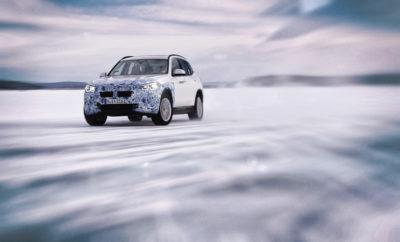 Το BMW iX3, η παραγωγή του οποίου θα ξεκινήσει το 2020, είναι ένα καινοτόμο, αποδοτικό όχημα μηδενικών ρύπων, κατάλληλο και για καθημερινή χρήση. Αυτονομία άνω των 440 km* στον κύκλο WLTP θα επιτυγχάνεται με μία μπαταρία 74 kWh*. Το πρώτο αμιγώς ηλεκτρικό Sports Activity Vehicle (SAV) είναι πρωτοπόρος της τεχνολογίας BMW eDrive 5ης γενιάς, που αρχής γενομένης από το 2021, θα χρησιμοποιηθεί και στα BMW i4 και BMW iNEXT. Για το σκοπό αυτό, τόσο το σύστημα κίνησης όσο και η μπαταρία υψηλής τάσης με πρωτοποριακή τεχνολογία κυψελών έχουν πλήρως επανασχεδιαστεί. Στο BMW iX3, η τεχνολογική πρόοδος διασφαλίζει την κλασική οδηγική εμπειρία της μάρκας σε συνδυασμό με εξαιρετική απόδοση και μία πρωτοφανή ισορροπία βάρους και αυτονομίας. Το BMW iX3 είναι ένα ακόμα ορόσημο στην υλοποίηση της στρατηγικής εξηλεκτρισμού του BMW Group. Το 2020, η BMW X3 θα γίνει το πρώτο μοντέλο της μάρκας που θα διατίθεται με συμβατικούς κινητήρες βενζίνης και diesel και με plug-in υβριδική και αμιγώς ηλεκτρική κίνηση. Προσφέροντας τη «δύναμη της επιλογής», η παγκόσμια μάρκα λαμβάνει υπόψη τις διαφορετικές απαιτήσεις και ανάγκες των πελατών σε όλο τον κόσμο καθώς και τη μέγιστη αποτελεσματικότητα στη μείωση των εκπομπών CO2. Το BMW iX3 παράγεται για την παγκόσμια αγορά από την κοινοπραξία BMW Brilliance Automotive στο Shenyang, Κίνα. * = προκαταρκτικά δεδομένα ________________________. Η 5η γενιά της τεχνολογίας BMW eDrive είναι σημαντική για τη μελλοντική βιωσιμότητα οχημάτων με ηλεκτρικά συστήματα κίνησης. Είναι το αποτέλεσμα συνεχούς εξέλιξης της τεχνολογίας BMW EfficientDynamics και της εμπειρίας που έχει αποκτήσει το BMW Group στον τομέα της ηλεκτροκίνησης σε διάστημα άνω των 10 ετών. Όλα τα εξαρτήματα που χρησιμοποιεί η τεχνολογία BMW eDrive αποτελούν προϊόν εξέλιξης του BMW Group. Επιπλέον, ο ηλεκτροκινητήρας και οι μπαταρίες υψηλής τάσης κατασκευάζονται σε εταιρικές παραγωγικές εγκαταστάσεις. Με αυτό τον τρόπο, το BMW Group διασφαλίζει τον έλεγχο των προϊοντικών χαρακτηριστικών και της ποιό