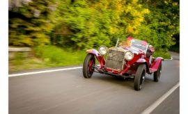 Στη διεθνή έκθεση κλασσικών αυτοκινήτων Automotoretrò που θα πραγματοποιηθεί στο ιστορικό χώρο του Lingotto στο Τορίνο, η FCA Heritage θα δώσει την ευκαιρία στο κοινό να απολαύσει μια σειρά μοναδικών ιστορικών μοντέλων από τις εταιρείες του ομίλου. Με αφορμή τα 110α γενέθλια της Alfa Romeo το παρόν θα δώσει η ALFA 24HP του 1910, το πρώτο αυτοκίνητο που κατασκεύασε η Μιλανέζικη μάρκα, καθώς και η 6C 1500 SS του 1928 που κέρδισε το Mille Miglia του 2019. Ένα από τα πρώτα Fiat Panda του 1980 θα θυμίσει σε όλους την ιστορία του μοντέλου που εδώ και 40 χρόνια αποτελεί ένα από τα δημοφιλέστερα αυτοκίνητα πόλης. Μια Lancia Delta HF Intergrale που βρίσκεται σε φάση ανακατασκευής από την FCA θα παρουσιάσει εκτός των άλλων τη νέα σειρά Heritage Parts της Mopar, που περιλαμβάνει γνήσια ανταλλακτικά για κλασσικά αυτοκίνητα του ομίλου. Στην 38ο διεθνή έκθεση κλασσικών αυτοκινήτων Automotoretrò (30 Ιανουαρίου – 2 Φεβρουαρίου) που θα πραγματοποιηθεί στο χώρο του πρώην εργοστασίου της Fiat στο Lingotto (Τορίνο), η FCA Heritage, το τμήμα της FCA που είναι αφιερωμένο στην ιστορία και στα κλασσικά οχήματα του ομίλου, θα έχει εντυπωσιακή παρουσία με σειρά μοναδικών μοντέλων των Alfa Romeo, Fiat, Lancia και Abarth. Στο χώρο της FCA Heritage το κοινό θα μπορεί να απολαύσει την ALFA 24HP του 1910. Το συγκεκριμένο μοντέλο σηματοδοτεί τη γέννηση της μάρκας A.L.F.A. (Società Anonima Lombarda Fabbrica Automobili) που πραγματοποιήθηκε πριν από 110 χρόνια στις 24 Ιουνίου του 1910. Το 24HP μαζί με το 12HP είναι τα πρώτα δείγματα της συνεργασίας του Ugo Stella (πρώτου Διευθύνοντα Συμβούλου της μάρκας) και του σχεδιαστή Giuseppe Merosi. Στο πλευρό της 24HP θα βρεθεί και η πανέμορφη 6C 1500 SS, η οποία κέρδισε το Mille Miglia του 2019. Το 2020 σηματοδοτεί επίσης τα 40α γενέθλια του Fiat Panda. Ενός πραγματικού συμβόλου για τη μάρκα, αλλά και γενικότερα την αυτοκίνηση. Ο έξυπνος σχεδιασμός με τις συμπαγείς εξωτερικές διαστάσεις και την κορυφαία εκμετάλλευση του εσωτερικού χώρου συνοδεύτηκε από σειρά