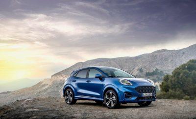 • Με τη χρήση της τεχνολογίας Ford EcoBoost Hybrid 48-volt, το νέο Ford Puma ανεβάζει τον πήχη στους τομείς της κατανάλωσης καυσίμου και των επιδόσεων ενισχύοντας ταυτόχρονα τον απολαυστικό οδηγικό χαρακτήρα των μοντέλων Ford • Η ήπια υβριδική τεχνολογία της Ford αναβαθμίζει τον βενζινοκινητήρα 1.0 EcoBoost του νέου Puma με μία ενσωματωμένη μίζα/γεννήτρια 11.5 kW που παίρνει κίνηση μέσω ιμάντα • Οι αγοραστές του νέου Puma μπορούν να επιλέξουν μέσα από μια προηγμένη γκάμα κινητήρων βενζίνης (Ford EcoBoost) και ντίζελ (Ford EcoBlue) • To εμπορικό λανσάρισμα του νέου Ford Puma στη χώρα μας θα πραγματοποιηθεί στα τέλη Ιανουαρίου Η Ford ανακοίνωσε πέρσι ότι όλα τα μοντέλα της που θα λανσαριστούν από το νέο Focus και μετά θα περιλαμβάνουν μία ηλεκτροκίνητη έκδοση, με το νέο Puma είναι το πρώτο από 14 εξηλεκτρισμένα οχήματα που θα λανσαριστούν από τη Ford μέχρι το τέλος της φετινής χρονιάς. Έτσι, οι αγοραστές του νέου κόμπακτ crossover μοντέλου θα είναι από τους πρώτους που θα έχουν την ευκαιρία να απολαύσουν τα οφέλη της προηγμένης, ήπιας υβριδικής αρχιτεκτονικής της Ford, η οποία είναι προσαρμοσμένη ώστε να βελτιώνει την οικονομία, την απόκριση, τις επιδόσεις και συνολικά την απολαυστική οδηγική εμπειρία. Η τεχνολογία EcoBoost Hybrid 48-volt αναβαθμίζει τον βενζινοκινητήρα 1.0L EcoBoost του νέου Puma με μία ενσωματωμένη μίζα/γεννήτρια (BISG) 11.5 kW που παίρνει κίνηση μέσω ιμάντα. Αντικαθιστώντας τον στάνταρ εναλλάκτη, το σύστημα BISG επιτρέπει την ανάκτηση και αποθήκευση της ενέργειας που συνήθως χάνεται κατά το φρενάρισμα και το ρολάρισμα σε μία αερόψυκτη μπαταρία ιόντων λιθίου των 48 Volt. Το σύστημα BISG λειτουργεί και σαν μοτέρ μέσω διαρκούς συνεργασίας με τον κινητήρα, χρησιμοποιώντας την αποθηκευμένη ενέργεια τόσο για την παροχή πρόσθετης ροπής υπό κανονικές συνθήκες οδήγησης και επιτάχυνσης, όσο και για τη λειτουργία των περιφερειακών ηλεκτρικών συστημάτων του οχήματος. Διαθέσιμο σε εκδόσεις με απόδοση 125 και 155 ίππων, το ευφυές, αυτορυθμιζόμενο ήπιο υβριδικό σ