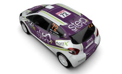 Έγινε πλέον συνήθεια για την Step Racing να ξεκινάει το αγωνιστικό της πρόγραμμα από το Rallye Monte Carlo, έναν αγώνα τον οποίο το πλήρωμα της ομάδας Νίκος Παυλίδης- Allan Harryman έχει λατρέψει. Με εμπειρία από τις τρεις προηγούμενες συμμετοχές τους τα τελευταία πέντε χρόνια, οι Νίκος Παυλίδης- Allan Harryman θα εκπροσωπήσουν τη χώρα μας σε ακόμη έναν αγώνα του Παγκοσμίου Πρωταθλήματος Ράλλυ με σκοπό να υψώσουν την Ελληνική σημαία στον τερματισμό, στο πριγκιπάτο του Μονακό. Κάτι που έχουν καταφέρει σε όλες τις προηγούμενες επισκέψεις τους στο κρατίδιο. Το πρόγραμμα του ράλλυ περιλαμβάνει 16 ειδικές διαδρομές, με τη δράση να ξεκινάει το βράδυ της Πέμπτης 23 Ιανουαρίου και να ολοκληρώνεται την Κυριακή 26 Ιανουαρίου το μεσημέρι. Κέντρο του αγώνα θα είναι η πόλη της Gap, στους πρόποδες των Γαλλικών Άλπεων, ενώ η εκκίνηση και ο τερματισμός θα λάβουν χώρα στη Μαρίνα του Μόντε Κάρλο. Μπορεί ο στόχος του τερματισμού σε ένα οποιοδήποτε άλλο ράλλυ να μοιάζει απλή υπόθεση, στο Ράλλυ Μόντε Κάρλο όμως με τους «ιδιαίτερους» κανονισμούς, δεν είναι εύκολος. Βλέπετε, για να συμμετάσχει το πλήρωμα στην τελευταία ημέρα του αγώνα πρέπει να βρίσκεται στους 60 πρώτους της γενικής κατάταξης, από τους 88 που δήλωσαν, ενώ δεν έχει δικαίωμα για δεύτερη ευκαιρία εάν εγκαταλείψει στις ειδικές του Σαββάτου. «Δεν το κρύβω ότι η «60αδα» μας δημιουργεί ένα επιπλέον άγχος, αφού συμμετέχουμε σε μια από τις μικρότερες κατηγορίες ενός αγώνα με τις περισσότερες συμμετοχές των τελευταίων ετών. Οι δυνατότητες να τα καταφέρουμε υπάρχουν, είναι όμως δεδομένο πως θα πρέπει να είμαστε συγκεντρωμένοι, να πιέσουμε και να μη χαλαρώσουμε σε κανένα σημείο του τετραημέρου. Βρεθήκαμε και την προηγούμενη χρονιά σε κάποιο σημείο του αγώνα «στο όριο» αντιμετωπίζοντας διάφορα προβλήματα, όμως αντιδράσαμε με ψυχραιμία και τα καταφέραμε.» δήλωσε ο οδηγός της ομάδας, Θεσσαλονικιός Νίκος Παυλίδης και συμπλήρωσε: «Θεωρώ ότι με τις τρεις προηγούμενες συμμετοχές μας έχουμε πλέον την εμπειρία να ανταποκριθούμε στις απαιτήσει