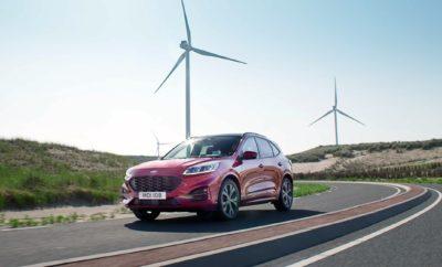 Η Ford ανακοίνωσε ότι το νέο Kuga θα εξασφαλίζει την καλύτερη οικονομία καυσίμου στην κατηγορία του βελτιώνοντας ταυτόχρονα την αυτονομία κίνησης έως και 28% κατά μέσο όρο. Το νέο Kuga αποτελεί το πλέον εξηλεκτρισμένο μοντέλο στην ιστορία της Ford και συγχρόνως το πρώτο που προσφέρεται με ήπια υβριδική, υβριδική και plug-in υβριδική τεχνολογία. Την ίδια στιγμή, οι προηγμένοι κινητήρες του υποστηρίζονται από σημαντικές βελτιώσεις και αναβαθμίσεις στους τομείς της αεροδυναμικής και του βάρους. Με τη συμβολή της plug-in υβριδικής τεχνολογίας, το Kuga επιτυγχάνει τις καλύτερες τιμές κατανάλωσης, εκπομπών CO2 και αμιγώς ηλεκτρικής αυτονομίας από οποιοδήποτε μεσαίο SUV, αφού μπορεί να διανύσει 72 km κινούμενο αποκλειστικά με τη χρήση ηλεκτρικής ενέργειας (NEDC). Συγκρίνοντας τους κινητήρες του νέου Kuga με τους αντίστοιχης απόδοσης και προδιαγραφών του απερχόμενου μοντέλου, η κατανάλωση καυσίμου εμφανίζεται τώρα βελτιωμένη κατά 28% (NEDC).* Αν στην όλη εξίσωση συμπεριλάβει κανείς το νέο Kuga Plug-In Hybrid, το οποίο έχει την ικανότητα να κινηθεί με μηδενικές εκπομπές ρύπων στο αμιγώς ηλεκτρικό πρόγραμμα λειτουργίας, η μέση κατανάλωση καυσίμου στο σύνολο της γκάμας εμφανίζεται βελτιωμένη κατά 31%. Το Kuga Plug-In Hybrid και το Kuga EcoBlue Hybrid (το τελευταίο με ήπια υβριδική τεχνολογία 48-volt) εισάγουν εξηλεκτρισμένα συστήματα κίνησης για πρώτη φορά στο Kuga. Και οι δύο αυτές εκδόσεις θα διατίθενται ήδη με το λανσάρισμα του μοντέλου, το οποίο αναμένεται να πραγματοποιηθεί μέσα στη χρονιά που διανύουμε. Αμέσως μετά θα ακολουθήσει το Kuga Hybrid με αυτοφορτιζόμενη, πλήρως υβριδική τεχνολογία. Το νέο Ford Kuga θα διατίθεται επίσης με τους προηγμένους κινητήρες ντίζελ και βενζίνης, Ford EcoBlue και Ford EcoBoost αντίστοιχα. Σχεδιασμένο με γνώμονα την απόδοση Το νέο Kuga είναι το πρώτο SUV που βασίζεται στη νέα, παγκόσμια και ευέλικτη πλατφόρμα της Ford με μετάδοση της κίνησης στους εμπρός τροχούς, η οποία υποστηρίζει σημαντικές βελτιώσεις στην αεροδυναμική, προς όφελος της 