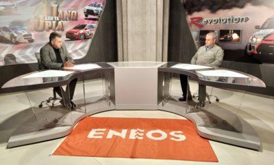 """Με φόντο τα ιστορικά αυτοκίνητα, αλλά αντικατοπτρισμό την συνολική κατάσταση στο ελληνικό motorsport, ο Στράτος Φωτεινέλης υποδέχεται τον Μιχάλη Μουζούκη εκ μέρους του ΣΙΣΑ, σε μια άκρως ενδιαφέρουσα εκπομπή και αυτή την εβδομάδα. Την εκπομπή μπορείτε να παρακολουθήσετε στο Attica TV το Σάββατο στις 18:00. Την Κυριακή το «Πάνω από τα Όρια» προβάλλεται σε επανάληψη στις 10:00, ενώ το απόγευμα από τις 18:00 προβάλλονται οι εκπομπές """"R-Evolution"""" και τα """"Παγκόσμια Πρωταθλήματα"""". Όλες οι εκπομπές προβάλλονται μέσα από το Δίκτυο της HELLAS NET, καθώς και από το Star Κεντρικής Ελλάδας στην ευρύτερη περιοχή της Λαμίας και τα κανάλια TV Super και Αχάια TV στην Πελοπόννησο. Παράλληλα οι εκπομπές αναρτώνται κάθε εβδομάδα στη σελίδα της εκπομπής στο Facebook, στη διεύθυνση https://www.facebook.com/panoapotaoria Παράλληλα και αυτή την εβδομάδα ισχύει το καθημερινό ραδιοφωνικό ραντεβού του Στράτου Φωτεινέλη με τους φίλους των αγώνων αυτοκινήτου μέσα από τη συχνότητα του Καναλιού 1 του Πειραιά. Τηλεφωνικές επικοινωνίες με πολλούς ανθρώπους με κύριο αντικείμενο την ενημέρωση και την ψυχαγωγία. Η εκπομπή """"Autosprint Live"""" μεταδίδεται καθημερινά από Δευτέρα έως Παρασκευή από τις 16:00 έως τις 17:00 από τους 90,4 Κανάλι 1 του Πειραιά και διαδκτυακά από το www.kanaliena.gr."""