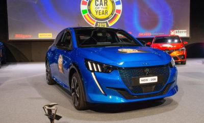 το νέο PEUGEOT 208 προσφέρεται από το λανσάρισμά του, με τρείς εναλλακτικούς τρόπους κίνησης – ηλεκτρικό, βενζίνη ή diesel. Η γραμμή και η εμφάνιση του αμαξώματος δεν υπαγορεύει πλέον τη χρήση του αυτοκινήτου! Η νέα αυτή γενιά του 208, που συνάδει απόλυτα με τη στρατηγική μετακίνησης της Peugeot στο premium κομμάτι της αγοράς, ξεχωρίζει από το τολμηρό design που διακρίνεται από τον αέρα νεότητας και της ενέργειας που αναδίδει.