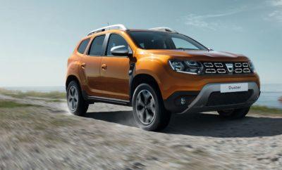 • To Dacia DUSTER είναι τώρα διαθέσιμο και στην Ελλάδα με τον νέο turbo κινητήρα βενζίνης 1.0 TCe 100hp και στην έκδοση ECO-G, με εργοστασιακό σύστημα υγραερίου (LPG). • H Dacia είναι ο μόνος κατασκευαστής αυτοκινήτων που προσφέρει εκδόσεις LPG, σε όλη τη γκάμα των μοντέλων της. • Ο κινητήρας διπλού καυσίμου του DUSTER, που καίει βενζίνη – υγραέριο, αποτελεί μια αξιόπιστη, προσιτή στην κτήση και οικονομική στη χρήση επιλογή, που ταιριάζει απόλυτα στις ανάγκες των Ελλήνων αγοραστών. • H νέα έκδοση 1.0 TCe 100hp ECO-G του Dacia DUSTER διατίθεται από 14.180€, μόλις 600€ παραπάνω από την έκδοση βενζίνης με τον ίδιο κινητήρα. • Με τις δεξαμενές και των δύο καυσίμων γεμάτες, το νέο DUSTER ECO-G έχει αυτονομία έως 1.400 χλμ. Το πιο δημοφιλές μοντέλο στην ιστορία της Dacia, το μοντέλο που βρίσκεται στην κορυφή των πωλήσεων της κατηγορίας του από τη στιγμή που παρουσιάστηκε, τόσο στην Ελλάδα όσο και στην Ευρώπη, το Dacia DUSTER διατίθεται τώρα και στην έκδοση ECO-G, με κινητήρα βενζίνης / υγραερίου. Πιο συγκεκριμένα, το δημοφιλές SUV εξοπλίζεται με τον νέο turbo κινητήρα βενζίνης Energy 1.0 TCe που αποδίδει 100 ίππους και 170 Nm ροπής διαθέσιμα από τις 2.000 σ.α.λ. Ο σύγχρονος αυτός κινητήρας, που έχει αγωνιστικά γονίδια, όπως προκύπτει από την ενασχόληση του Groupe Renault με τη Formula1, συνδυάζεται, στην έκδοση ECO-G, με εργοστασιακό σύστημα υγραερίου (LPG – Liquefied Petroleum Gas). Ο κινητήρας διπλού καυσίμου ECO-G έχει περίπου 10% λιγότερες εκπομπές CO2 από τoν αντίστοιχο κινητήρα βενζίνης. Στην περίπτωση του νέου DUSTER με κινητήρα ECO-G, οι εκπομπές ρύπων δεν ξεπερνάνε τα 111-112 γρ./χλμ. σύμφωνα με το πρωτόκολλο NEDC (121-122 γρ./χλμ. στην απλή έκδοση βενζίνης). Οι χαμηλοί ρύποι, σημαίνουν και σημαντική ελάφρυνση στα τέλη κυκλοφορίας. Ωστόσο τα πλεονεκτήματα του LPG δεν σταματούν εδώ. Το κόστος του καυσίμου(*) στην Ελλάδα είναι 60% (ή και περισσότερο) χαμηλότερο της βενζίνης, και σχεδόν στο μισό του κόστους του diesel κίνησης. Αυτό σημαίνει ότι ο οδηγός κάνει οικονο